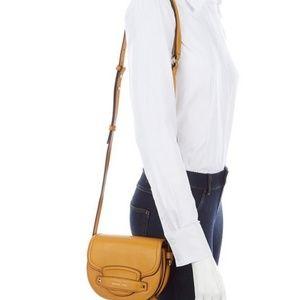 MICHAEL KORS CARY Small Saddle Crossbody Bag